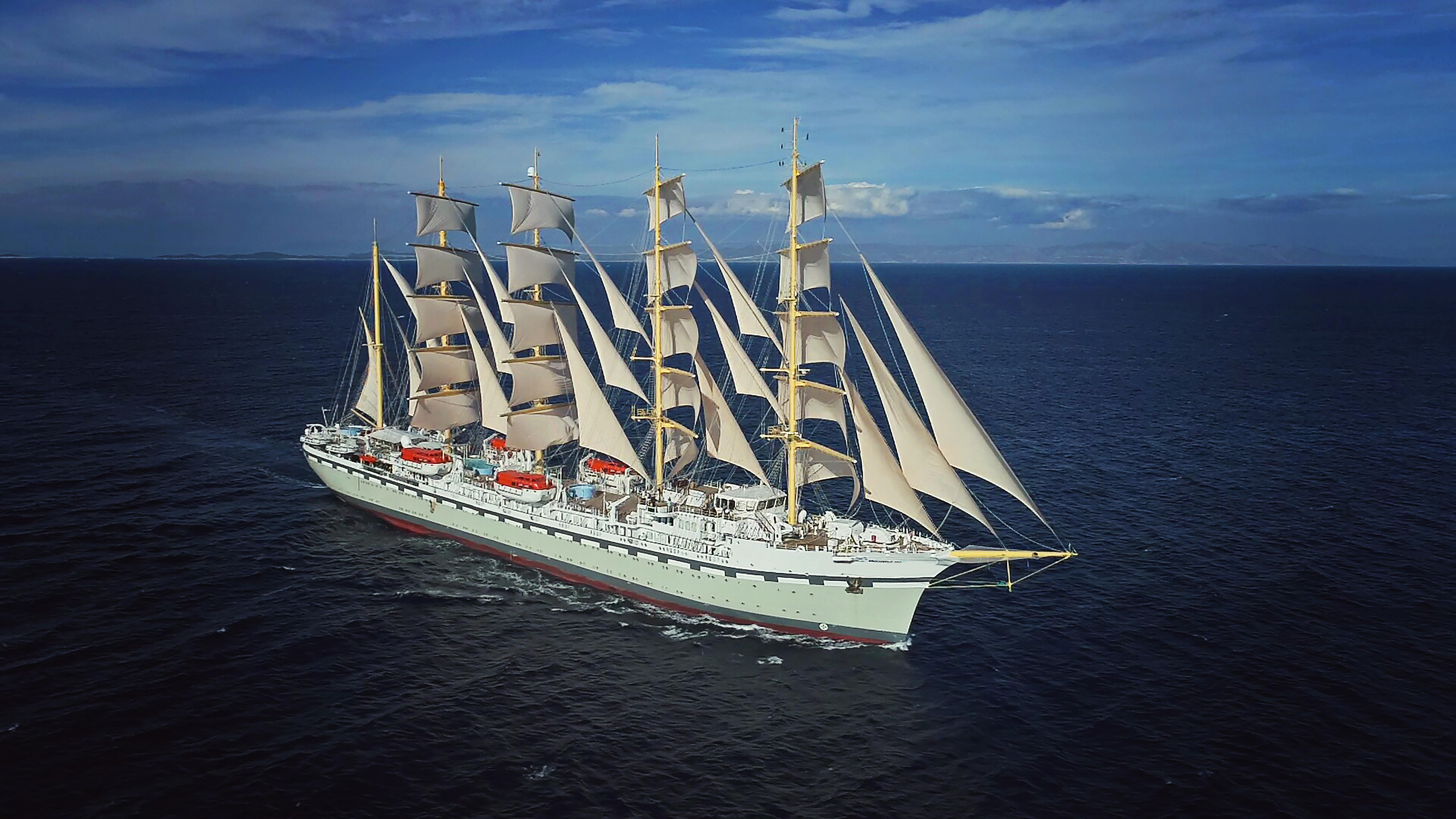 Tradewinds Voyages' tall ship, Golden Horizon.
